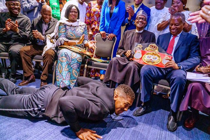 Anthony Joshua prostrating for President Muhammadu Buhari